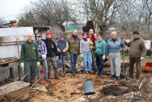 Foto di gruppo - alcuni volontari della seconda giornata di lavoro