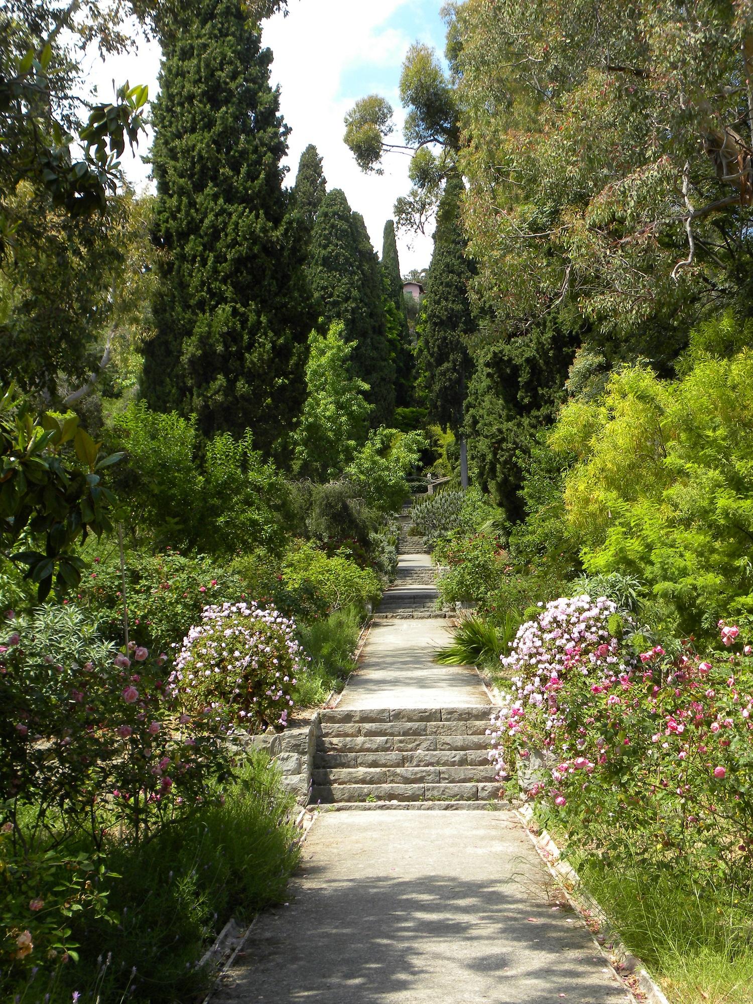 Maggio tra giardini inglesi e l arte della liguria di for Giardini inglesi